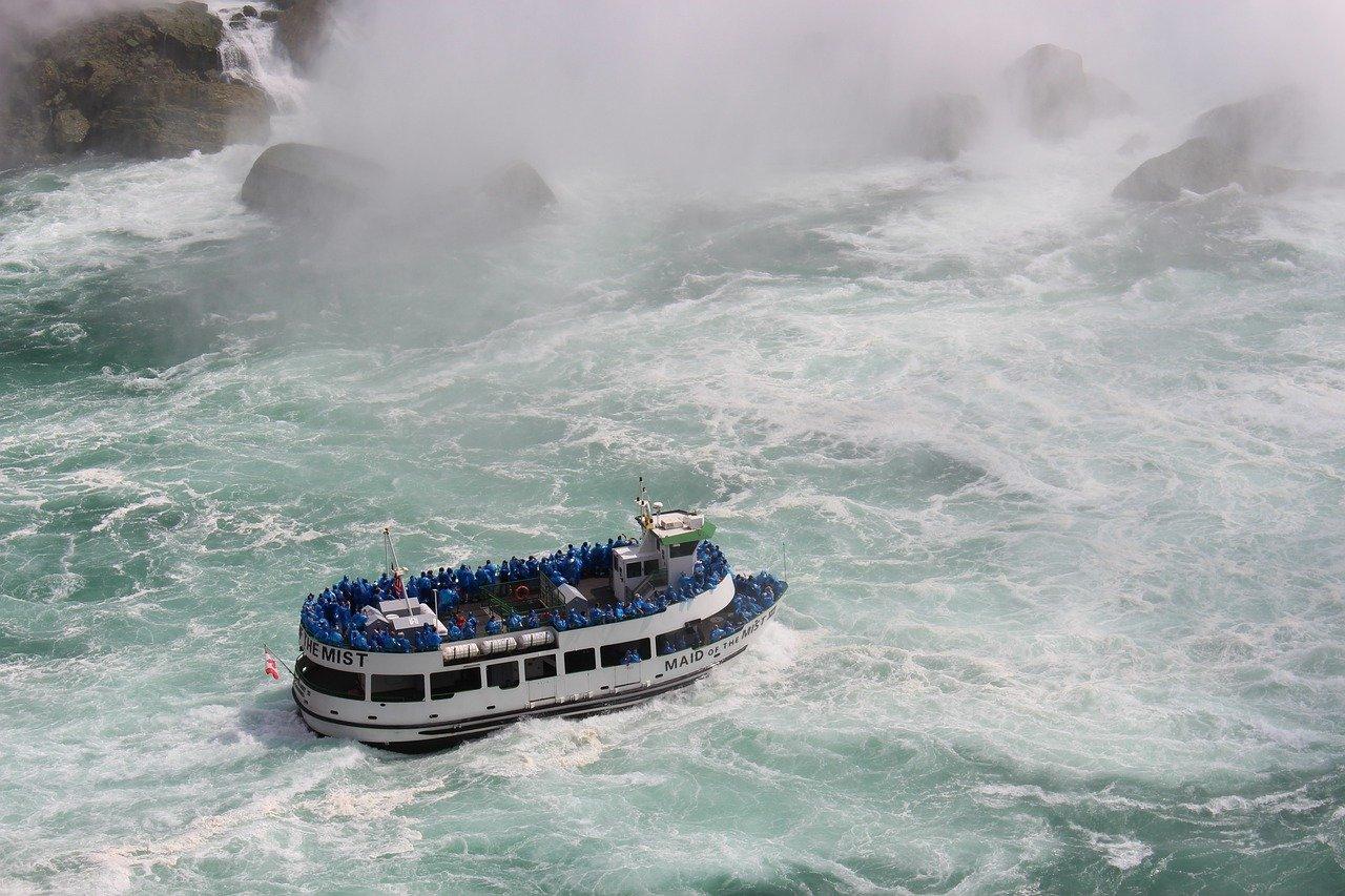 Boat Tourists Niagara Niagara Falls  - snuest / Pixabay
